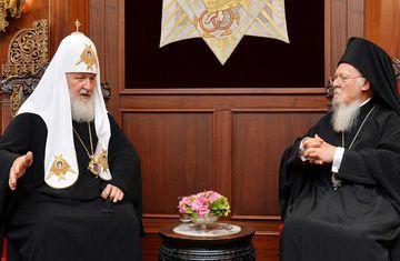 Блогеры предложили патриарху Кириллу, собравшемуся «пешком идти куда угодно» ради единства православия, сначала отказаться от кортежа с мигалками