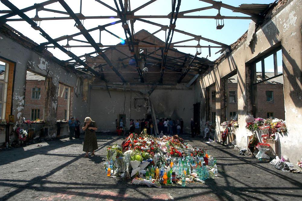 Вахта памяти по жертвам теракта в школе Беслана в 14 раз началась со школьного звонка