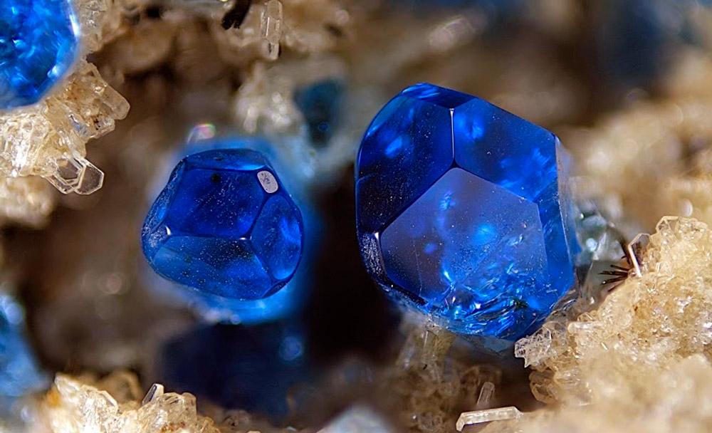 Камень Гаюин — говорят он не просто красив, но еще и талисман для умиротворения и гармонии