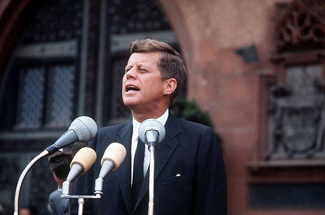 Почему власти США хотят скрыть часть документов об убийстве Кеннеди?