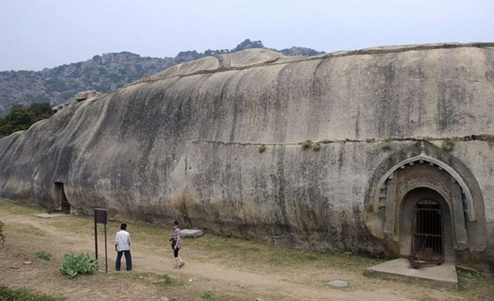 Рукотворные пещеры Индии
