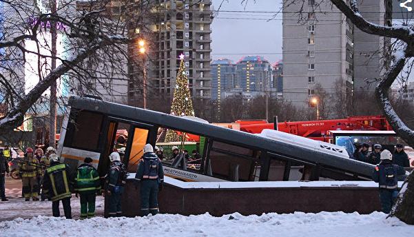 """Минтранс: автобус, попавший в ДТП у """"Славянского бульвара"""", был исправен"""