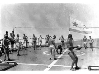 Как советские моряки американский вертолет рогаткой прогнали