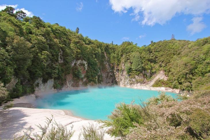 Кратерное озеро Инферно, Долина Вулканов Ваймангу, Новая Зеландия