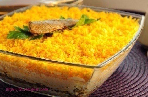 Вкуснейший салат со шпротами «Морской берег»