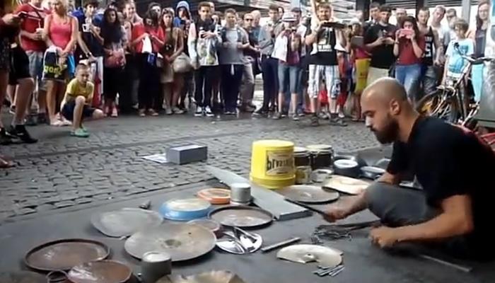 Драйвовое видео: барабанщик …