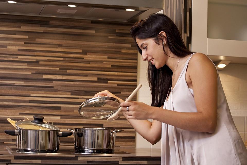 Если нет времени убираться и готовить - прибегните к услугам специалистов.