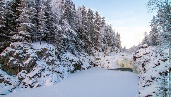 """""""Замерзший, но не застывший"""" – водопад Кивач зимой"""