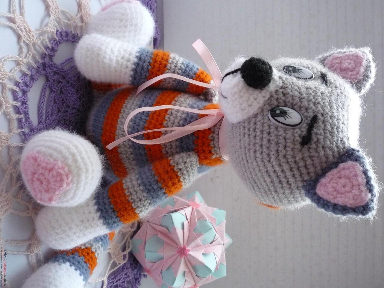 По нашему подробному мастер-классу вязания крючком игрушки получается полосатый вязаный кот.. Фото №26