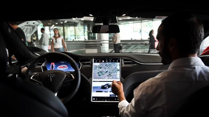 Салон автомобиля Tesla| Фото: MarketWatch.