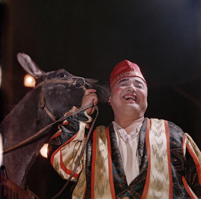 Заслуженный артист клоун Юсупов Генрам. Ташкент, 1950-е годы. Фото: Semyon Osipovich Friedland.