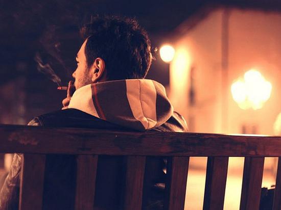 Россиянам запретят курить у …