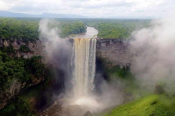 Водопад Кайетур