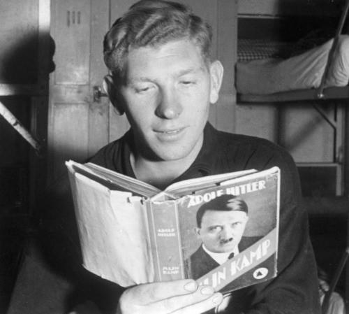 Баварских школьников могут заставить изучать Mein Kampf