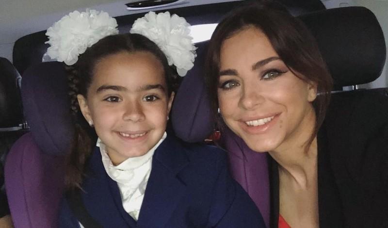 Завистники Ани Лорак раскритиковали внешность ее дочери: «С бровищами и кривыми ногами»