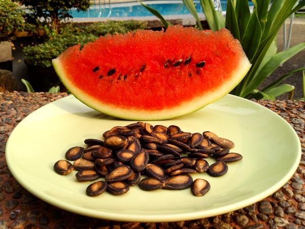 Не выбрасывайте семечки арбуза! 2 простых рецепты для вашего здоровья