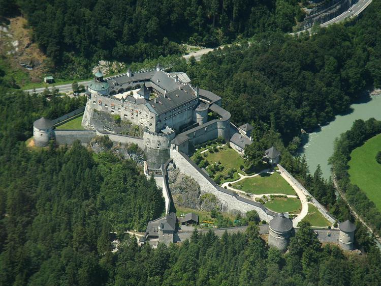 Замок Хоэнверфен: средневеко…