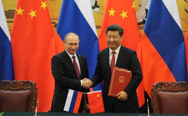 Китайские эксперты объяснили почему они считают Россию сильнее США