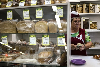 Россияне перешли с фруктов и рыбы на хлеб и молоко