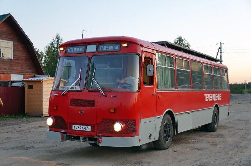 Но на днях мне удалось невозможное: мы встретились с практически новым 677-м, дожившим в первозданном виде до 2018 года ЛиАЗ 677, авто, автобус, лиаз