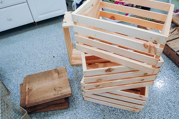 Стильный предмет мебели из простых материалов