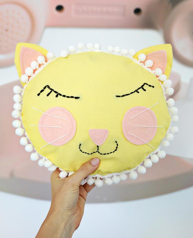 Шьем подушку-котенка для детской комнаты