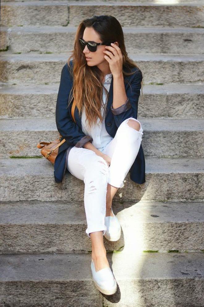 С чем носить белые джинсы этим летом