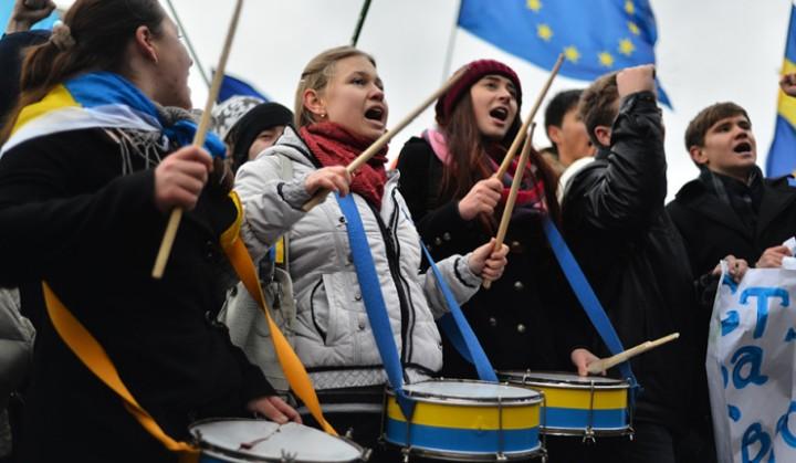 Идиотизм толпы - основа любого переворота!