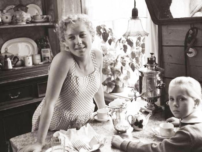 Кадр из фильма *История Аси Клячиной, которая любила, да не вышла замуж*, 1966 | Фото: chtoby-pomnili.com