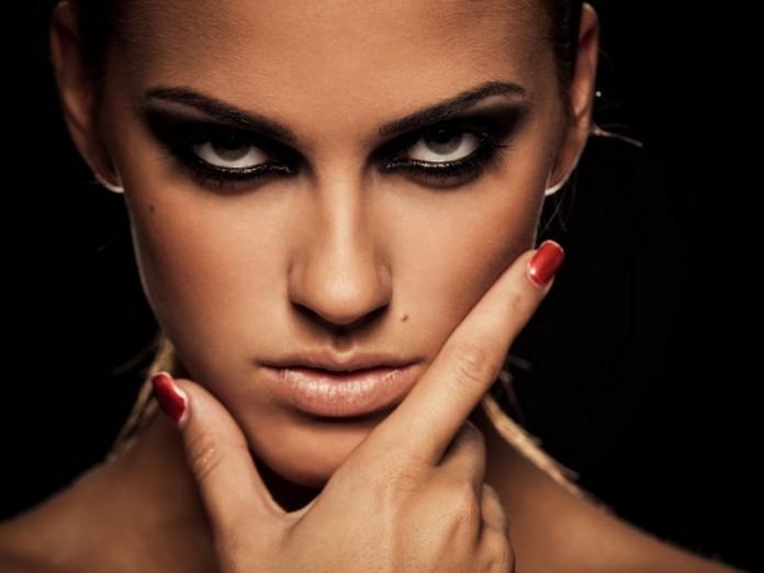 История о том, что женщины готовы пойти на невероятные глупости, когда в их голове рождается Подозрение!
