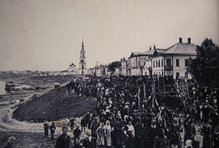 Крестный ход возле Никольского собора