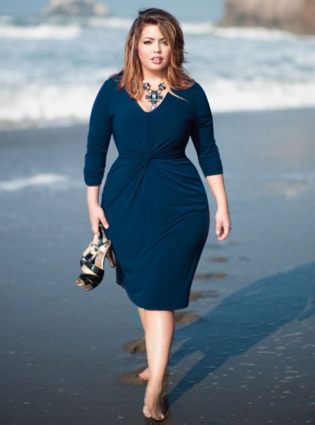 Фасоны платьев для полных женщин в возрасте после 50[10]