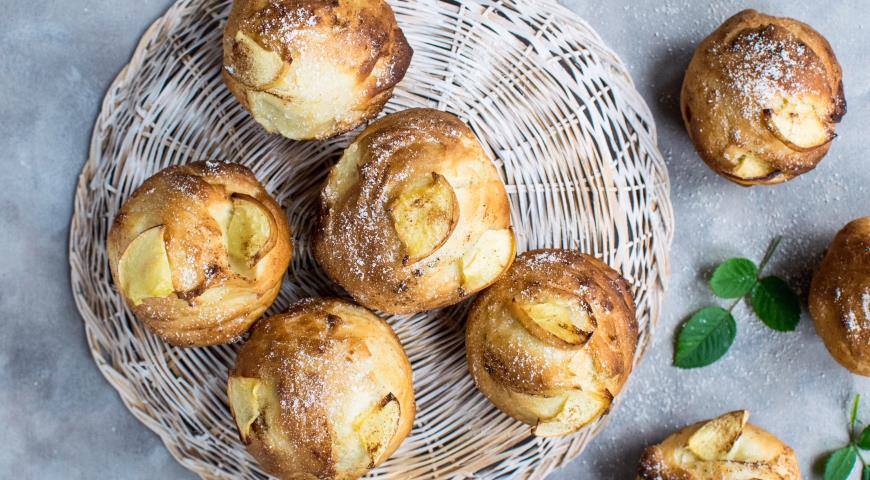 Шарлотки-маффины с карамельными яблоками