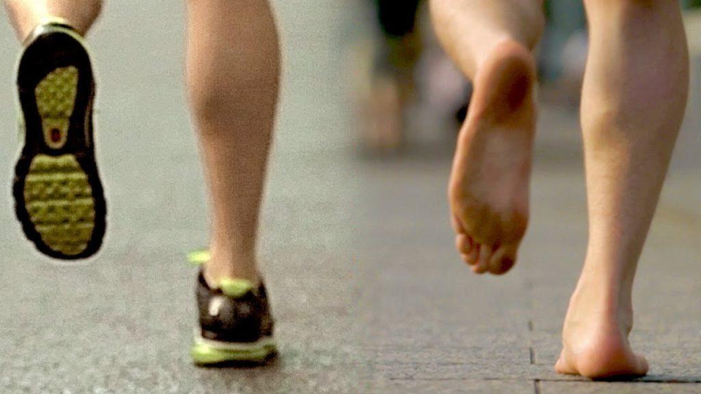 Как здоровее бегать: босиком…