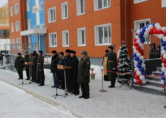 Перед Новым годом в Хабаровске военнослужащие ВВО стали новоселами