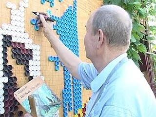 Николай Петряков создает картины из пластиковых пробок! Очень красиво!