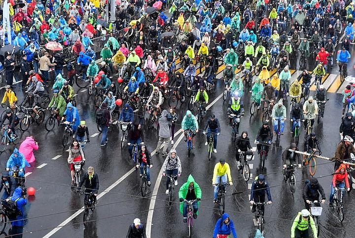 Ливень в Москве 16 сентября 2018 года: более 20 тысяч человек проехали велопарадом - несмотря на дождь