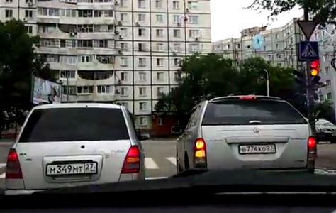 Поворот не туда - встреча «двоечников» на дороге