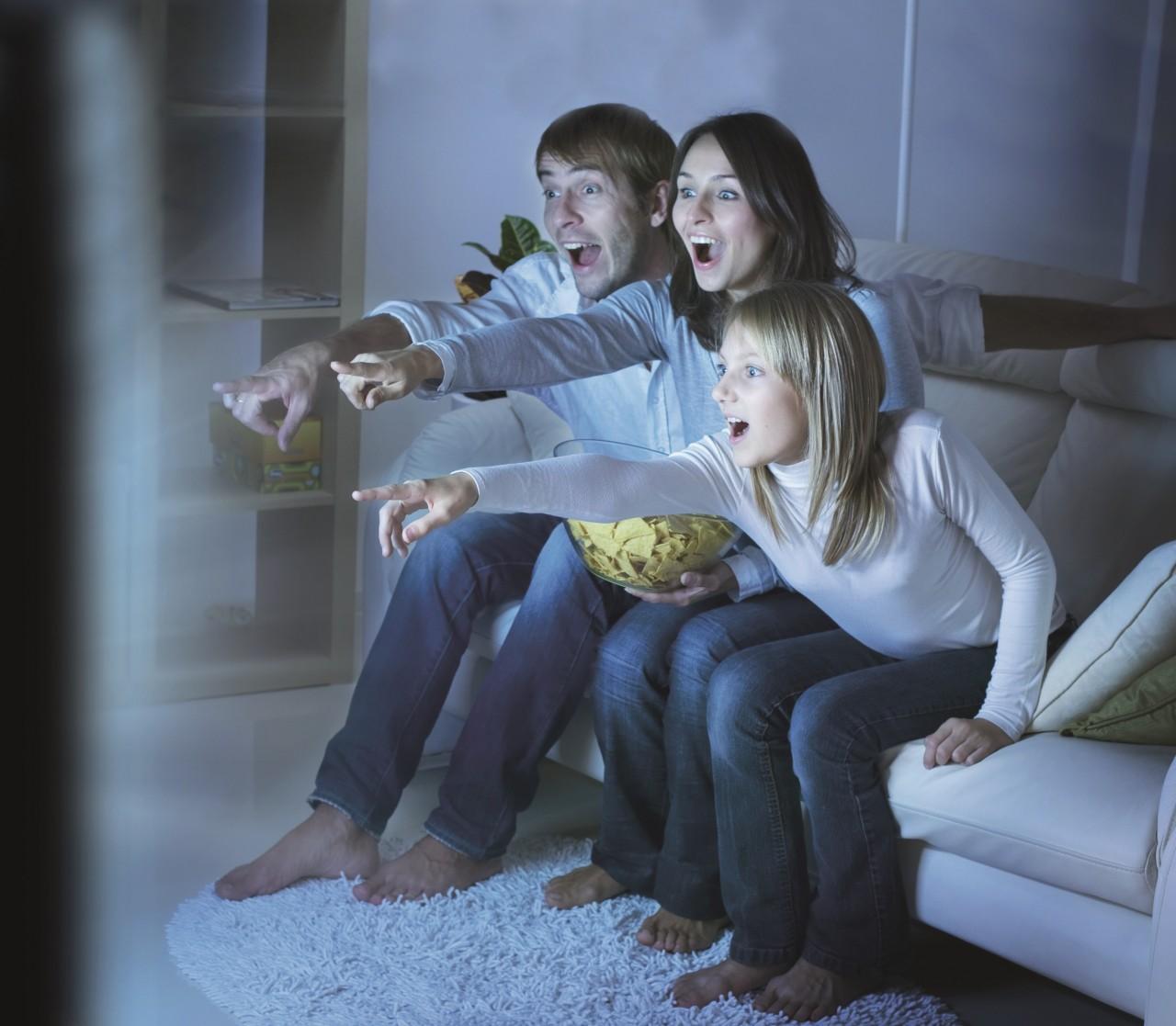 Говорит и показывает: каким отношениям нас учат по телевизору.
