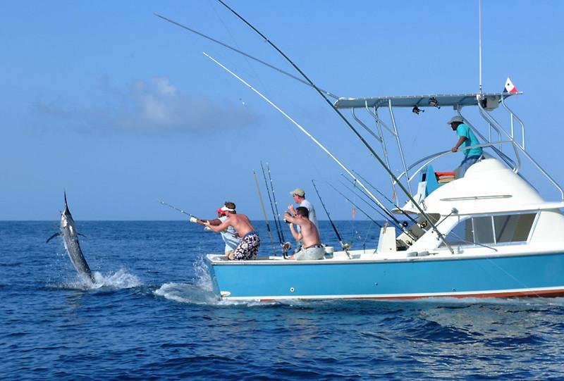 морская рыбалка на море на лодке