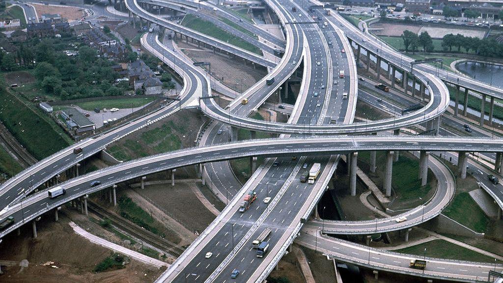 Тройка самых длинных и запутанных дорожных развязок мира