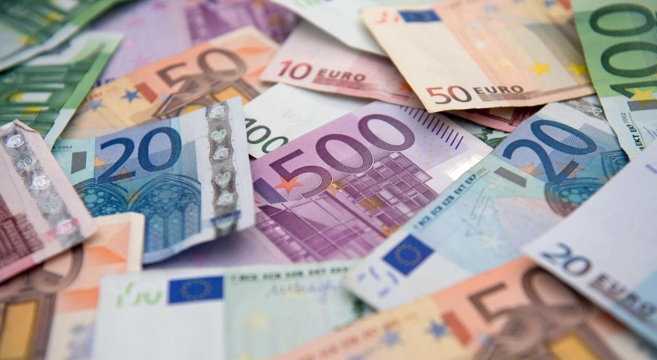 Курс евро упал ниже психологической отметки 60 рублей