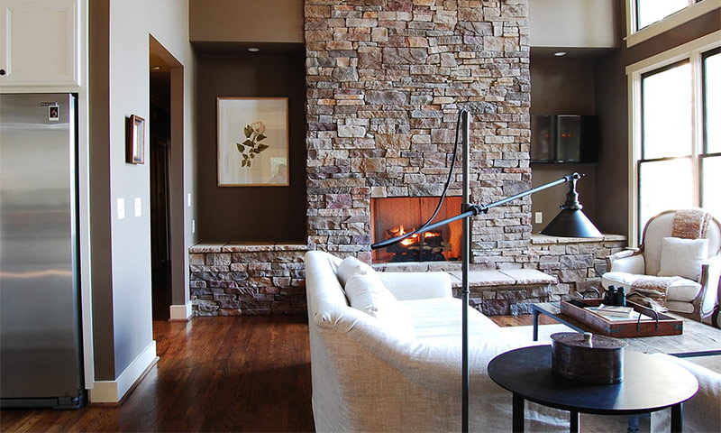 Камины в интерьере квартиры или дома: идеи оформления и дизайна.