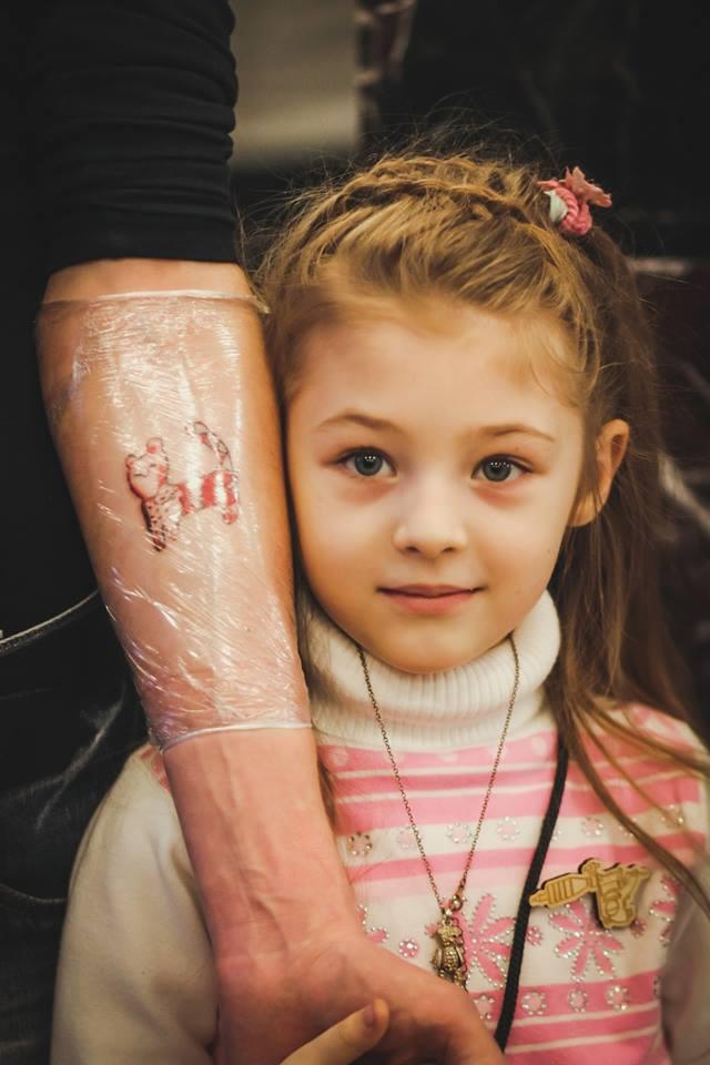 Семилетняя татуировщица пора…