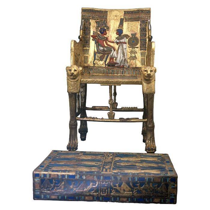 Золотой трон Трон и подставка для ног Тутанхамона. Предыдущее изображение #6 – фрагмент его спинки. XIV век до н.э. Каирский музей