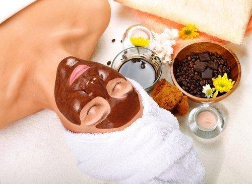 Омолаживающая чудо-маска для лица из шоколада и йогурта.