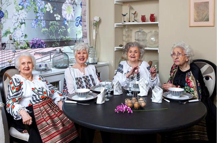 Красота в любом возрасте, даже когда тебе за 75 — бабушки выступили моделями для журнала мод