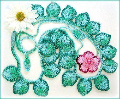 Вязаные крючком цветочные колье