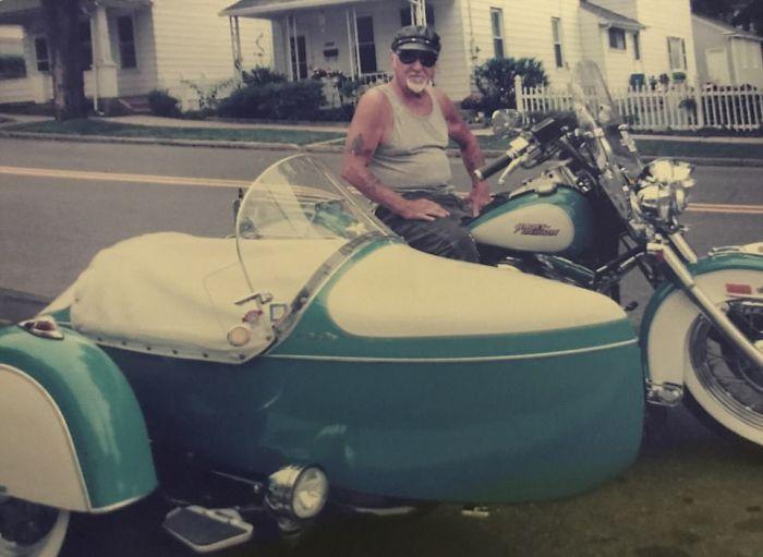 Байкер не расстался со своим любимым мотоциклом даже после смерти