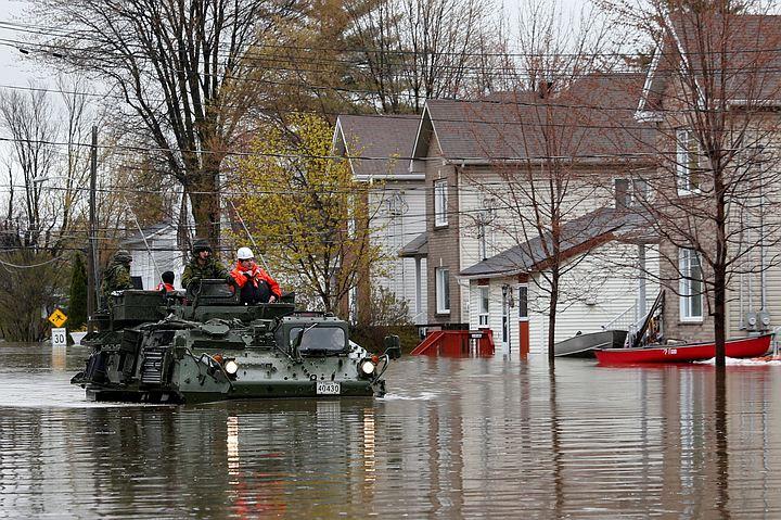 Власти Канады эвакуировали две тысячи жителей из-за наводнения